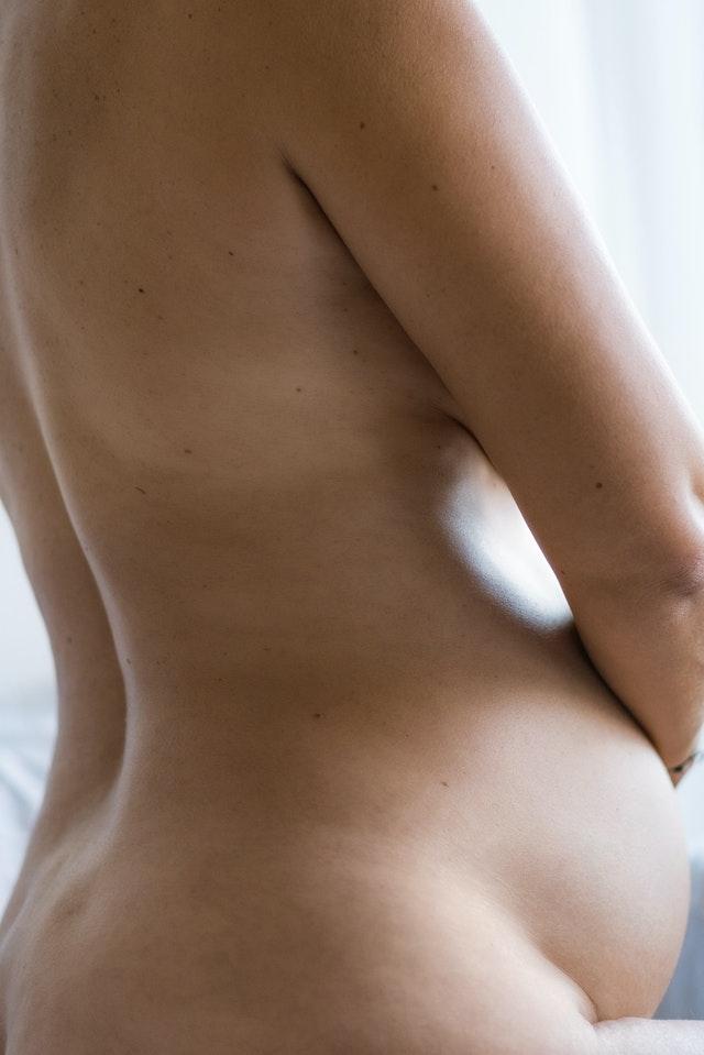 Schwangere nackt
